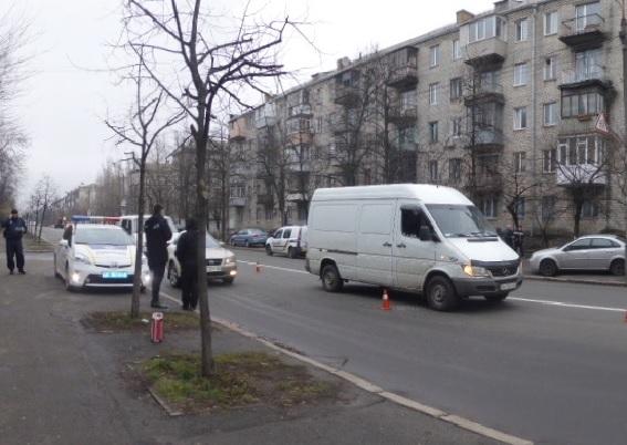 Разборки надорогах: вКиеве водитель «подрезал» микроавтобус иобстрелял его