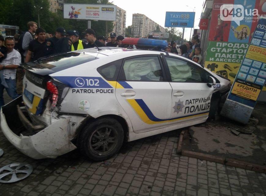 ВОдессе авто полиции врезалось вмагазин