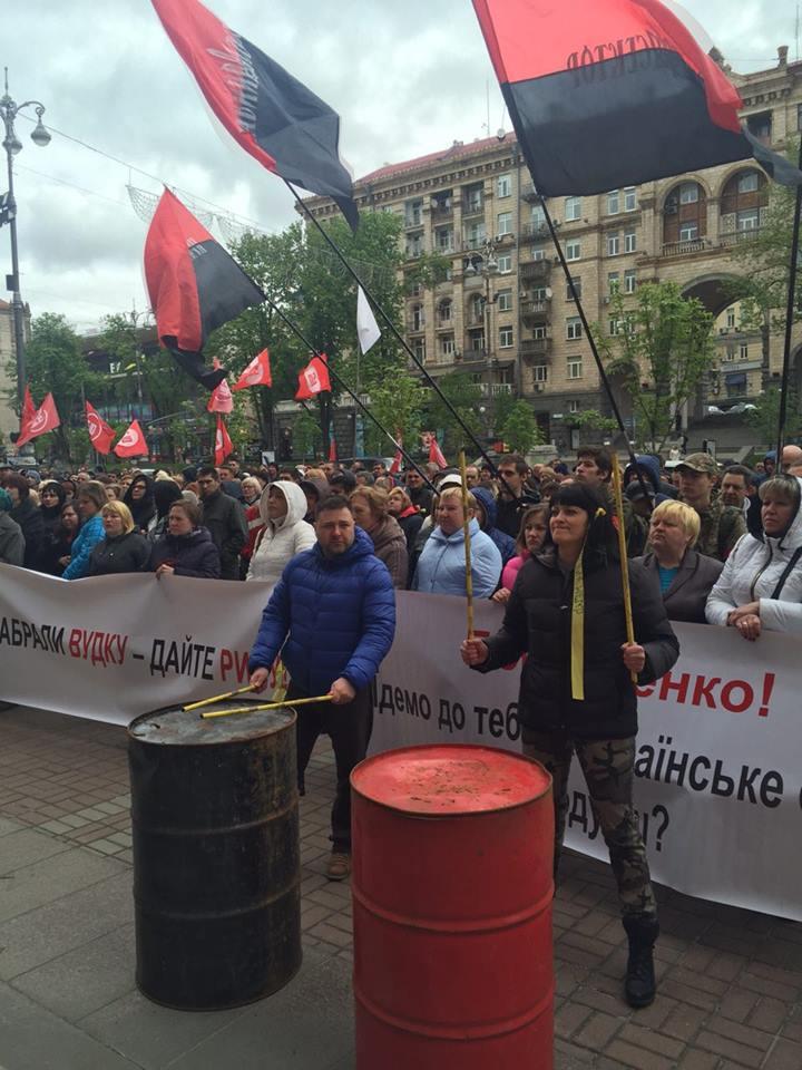 В результате потасовок между митингующими и полицией возле Киеврады пострадало пять человек, - Нацполиция - Цензор.НЕТ 9090