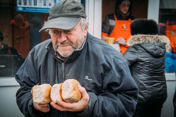 В сети показали свежие печальные фото из Донецка