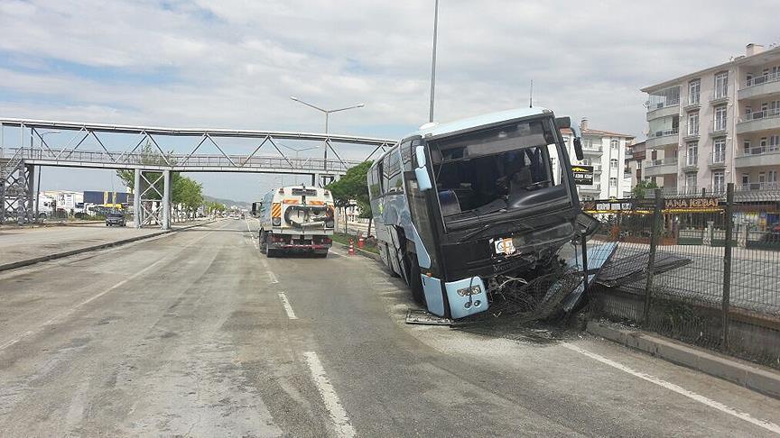 ДТП автобуса зчленами керівної партії Туреччини: 32 травмованих