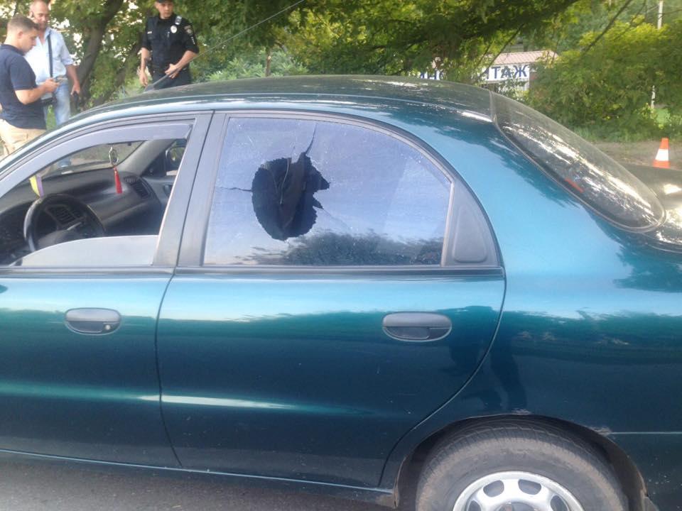 На Салтовке пьяный дезертир открыл стрельбу в такси