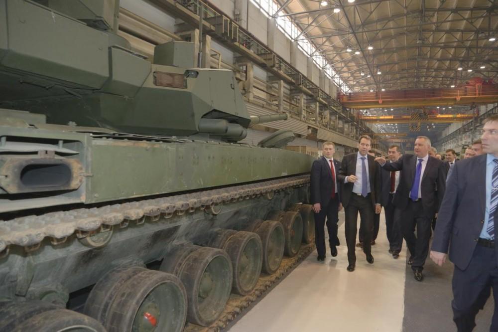 Рогозин резко ответил накритику блогера вадрес танка «Армата»