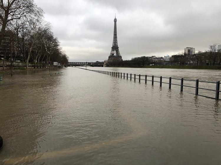 Сена продолжает затапливать Париж: уровень воды превосходит 5 метров