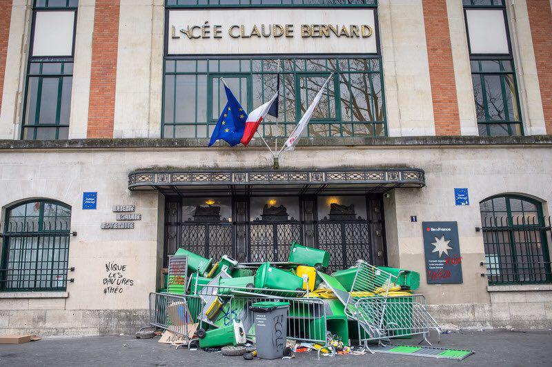 Протесты встолице франции: милиция применила слезоточивый газ