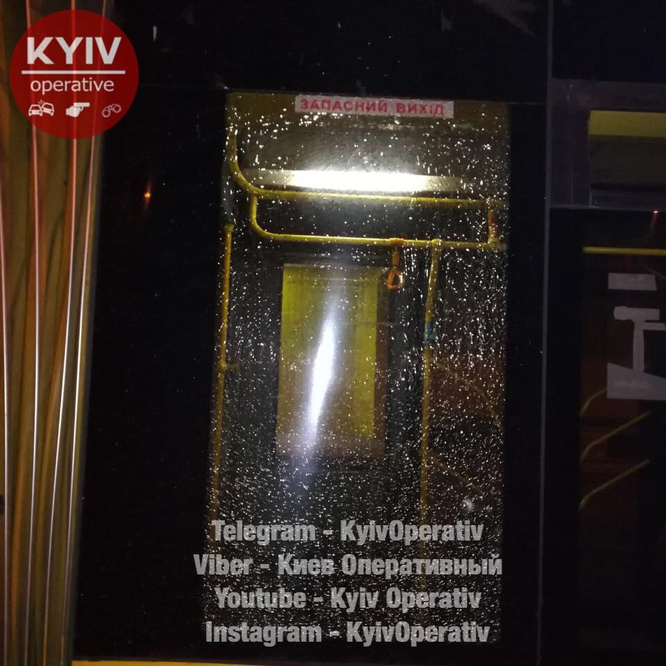ВКиеве обстреляли троллейбус: появились фото