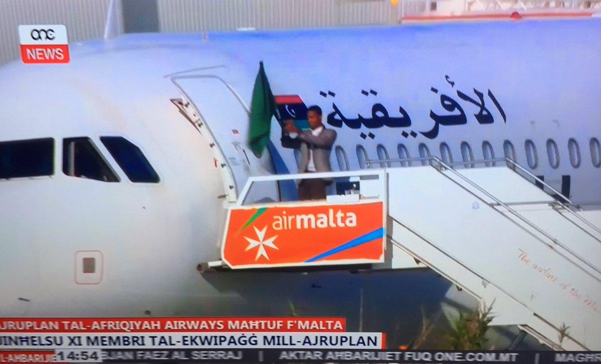 Угонщики ливийского самолета отпустили всех пассажиров ичасть экипажа
