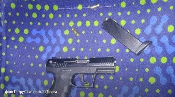 Во Львове произошел скандальный инцидент с вооруженным сотрудником