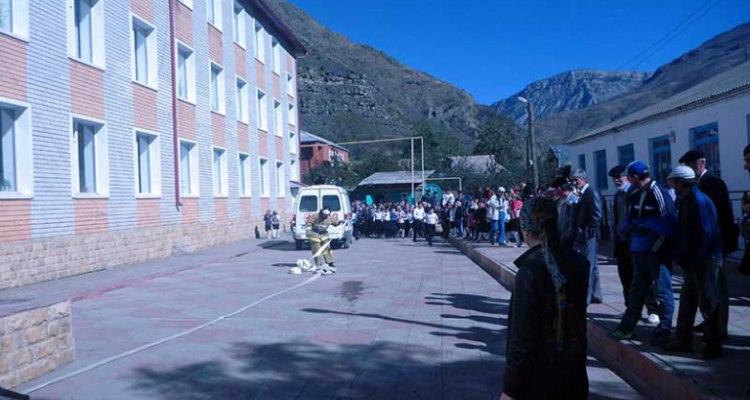 В России в школе прогремел взрыв: опубликованы фото и видео с места ЧП