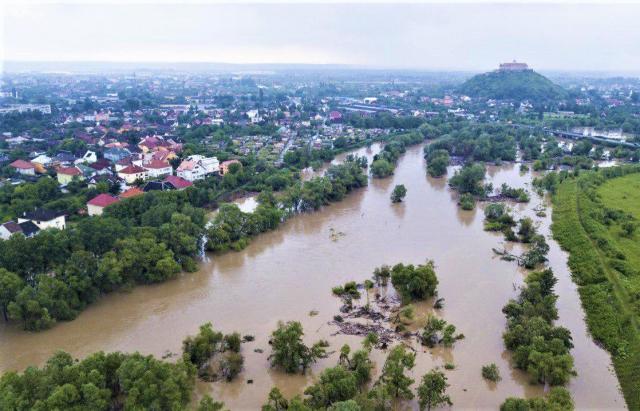 Смертельное наводнение на Закарпатье: фото и видео, снятые с земли и воздуха 2