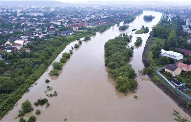 Смертельное наводнение на Закарпатье: фото и видео, снятые с земли и воздуха 4