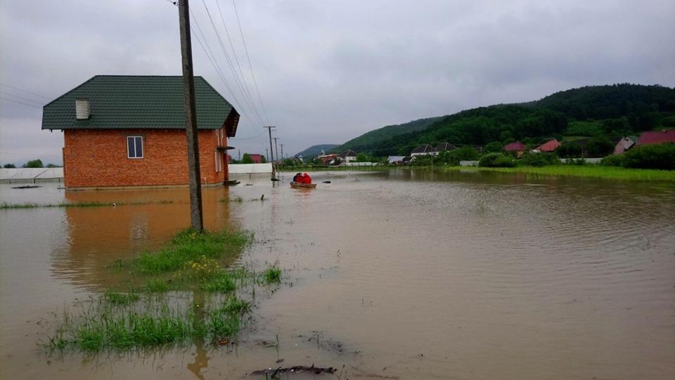 Смертельное наводнение на Закарпатье: фото и видео, снятые с земли и воздуха 8