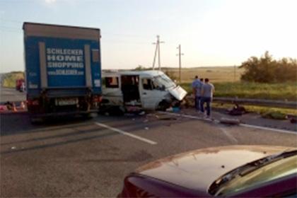 ВДТП смикроавтобусом вРостовской области погибли два человека, семеро пострадали