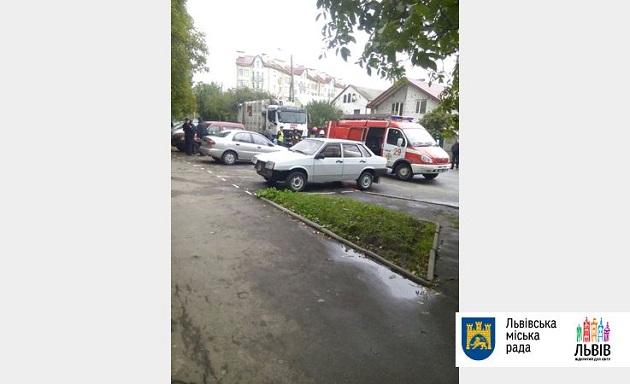 У Львові під колесами сміттєвоза загинуло дві жінки