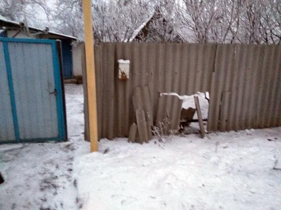 Автомобиль милиции имногоэтажку повредили из-за обстрела вДонецкой области