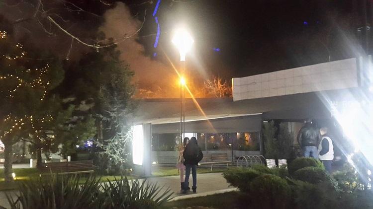 ВОдессе вспыхнул пожар взаполненном людьми ресторане