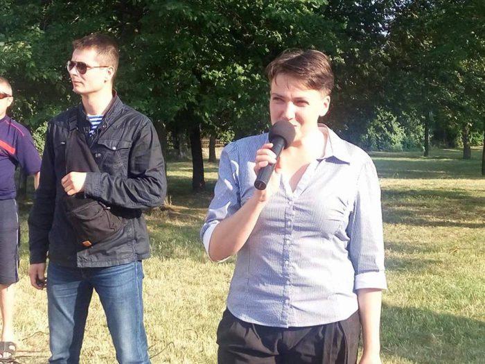 ВНиколаеве радикалы забросали Надежду Савченко яйцами