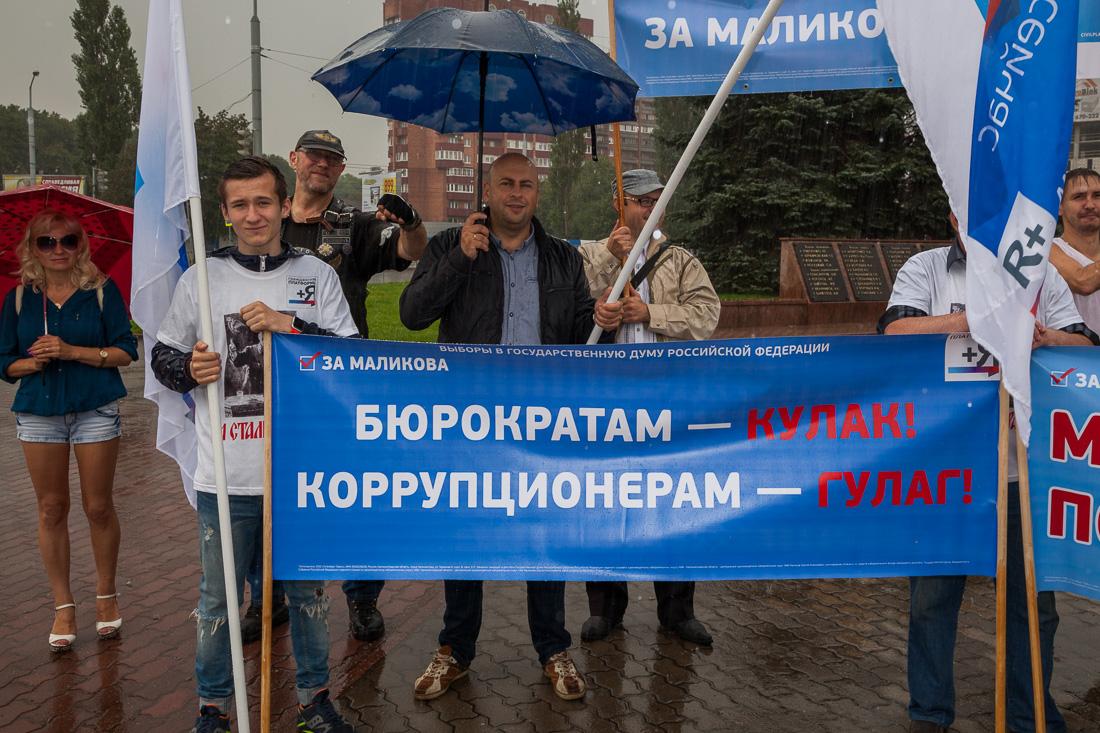 В России призвали вернуть Сталина и Гулаг (Фото)