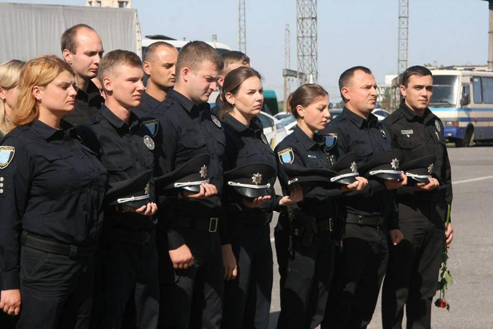 Двом убитим поліцейським уДніпрі встановили меморіал