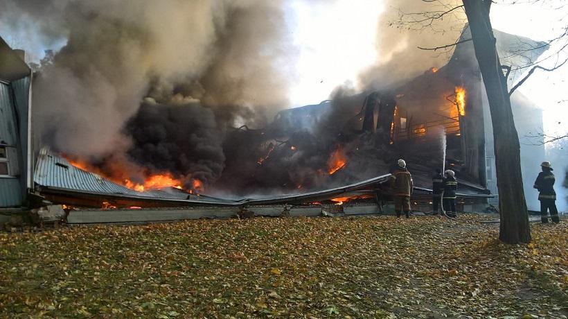 Пожар вдетской спортшколе наКиевщине: обрушилась крыша иперекрытия