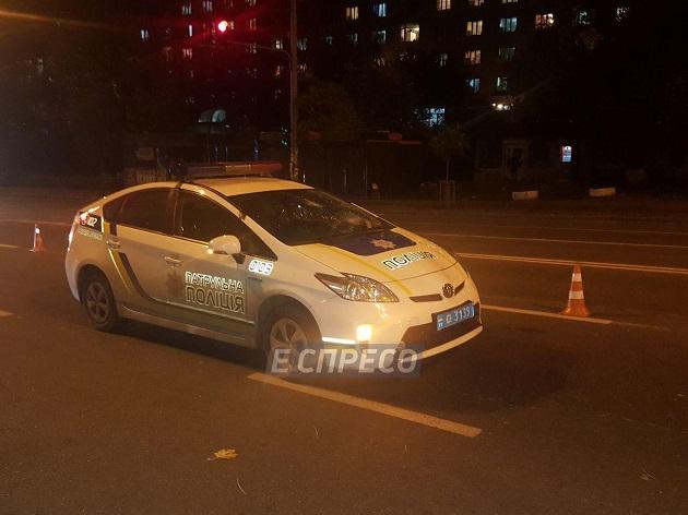 ВКиеве полицейский Prius сбил пешехода: появились фото сместа трагедии