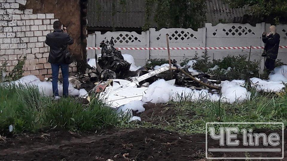 НаЧерниговщине разбился самолет, который упал в личный двор