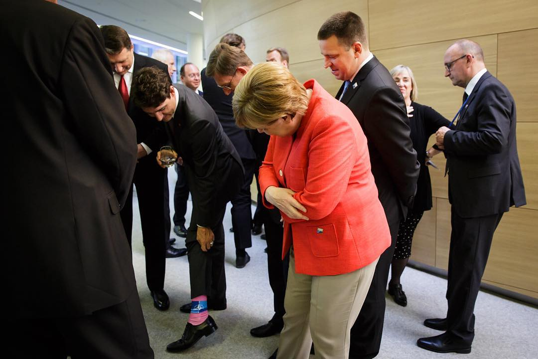 Модный приговор: сеть позабавило необычное фото Меркель с Трюдо
