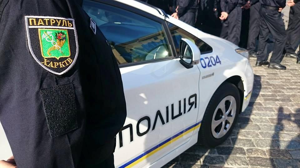 Полицейские обеспечивают публичную охрану во время Крещения