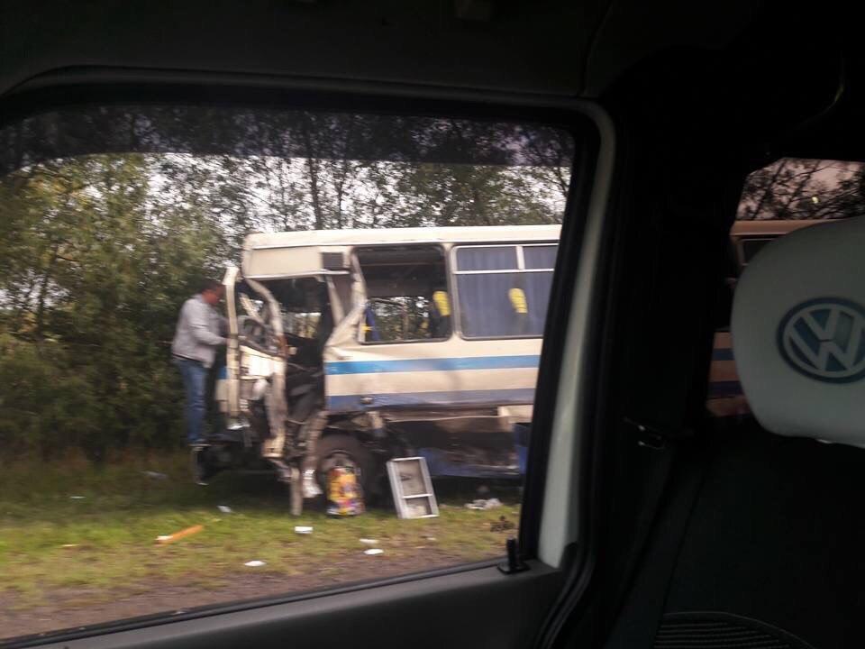 ДТП наЛьвовщине. Рейсовый автобус врезался вбус, есть жертвы