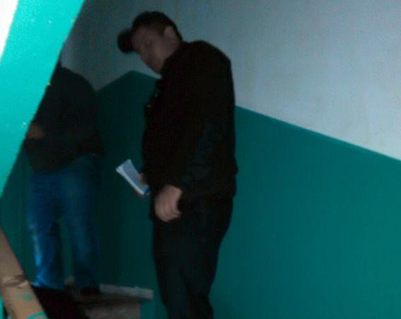 Вкиевской многоэтажке убили мужчину
