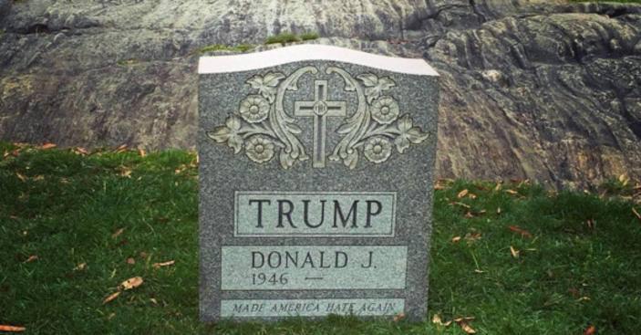 Вцентре Нью-Йорка поставили надгробие сименем Дональда Трампа