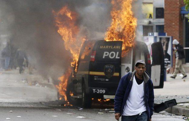 В Балтиморе в связи с массовыми протестами введено чрезвычайное положение