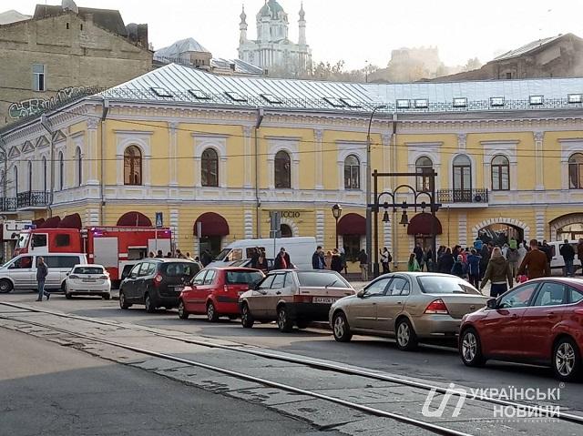 У Києві сталася пожежа біля посольства Нідерландів: фото і відео з місця НП