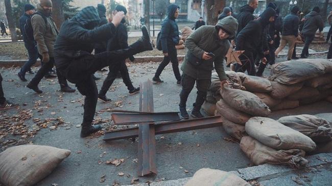 ЗаНКВД: уХаркові націоналісти розгромили зйомки серіалу про СРСР