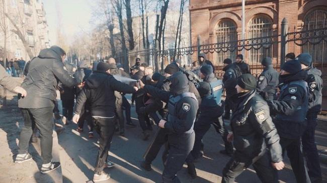 Националисты разгромили съемочную площадку сериала вХарькове