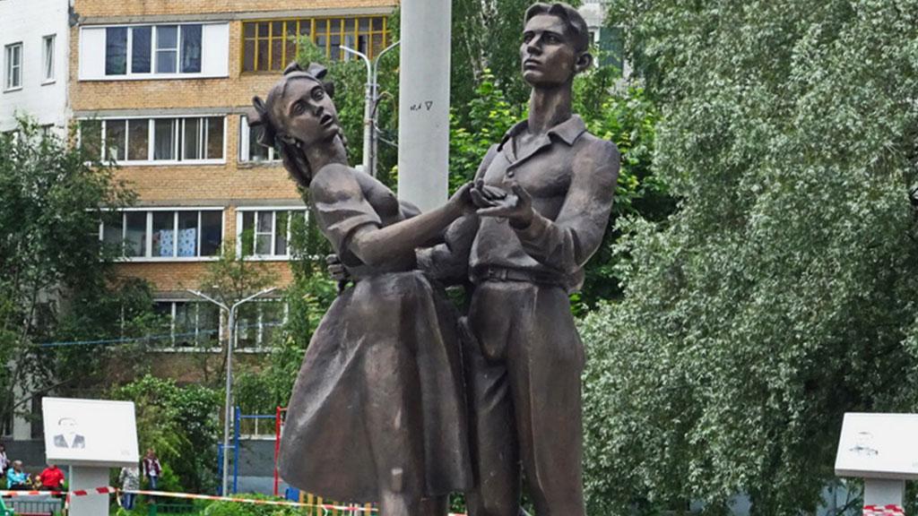 ВСергиевом Посаде раскритиковали «неприличный» монумент выпускникам 41-ого