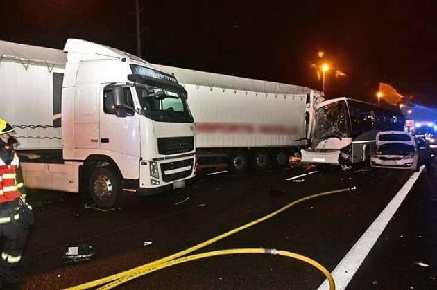 Неменее 60 человек пострадали вмассовом ДТП вИль-де-Франс