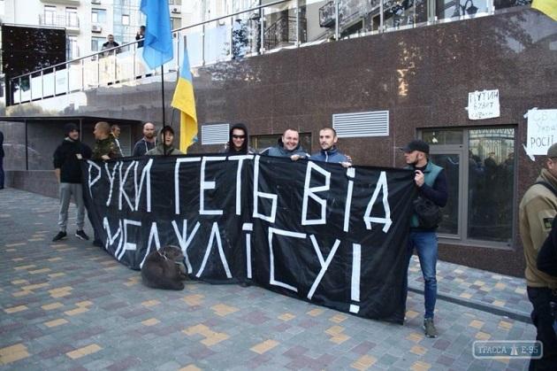 Активісти жорстко познущалися над «Путіним» біля консульства Росії