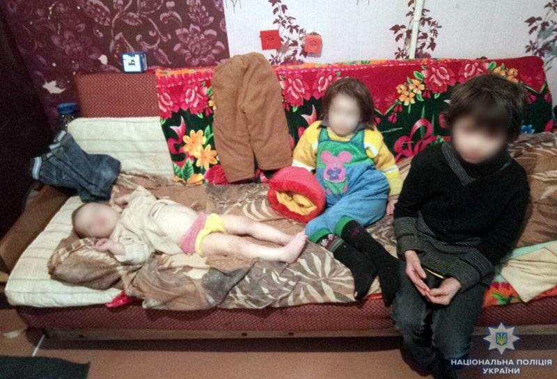 ВМариуполе мать натрое суток бросила троих детей одних дома