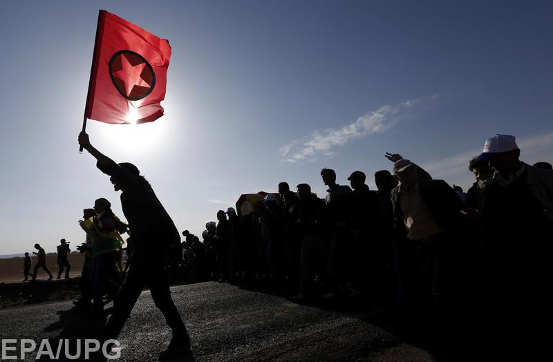 Он оказывает военную поддержку курдам, что вызывает раздражение со стороны Турции