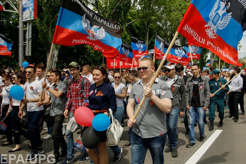 Участников шествия, посвященного незаконному референдуму, принудительно согнали в Донецк