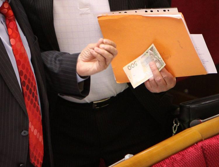 Навіщо депутати намагаються скасувати статтю КК щодо незаконного збагачення?