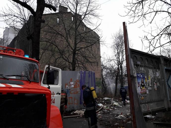 ВКиеве наПодоле полыхает дом-памятник архитектуры