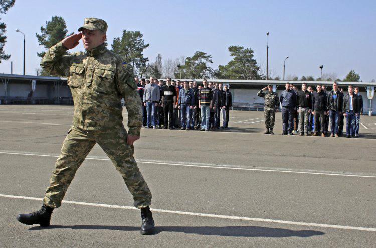 Государство пока не имеет другого способа укомплектовать воинские части