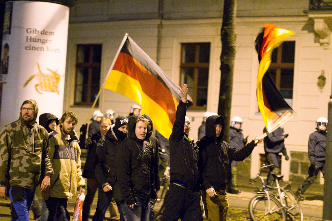 Акции в поддержку толерантной и открытой Германии собрали в два раза больше сторонников, чем протесты против иммиграции мусульман