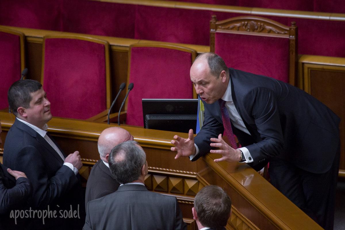 """Фракции БПП и """"Народного фронта"""" не могут голосовать без поддержки других фракций"""