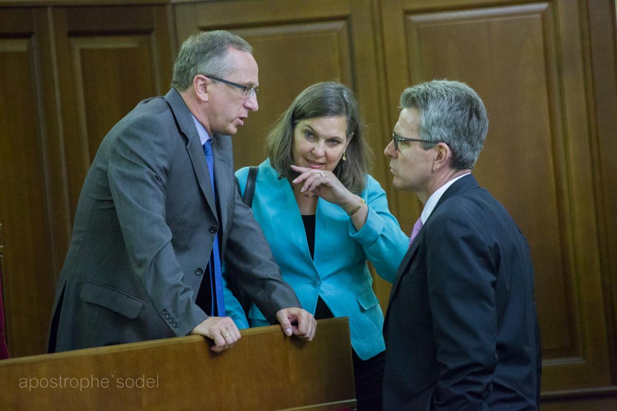 Давят ли на Украину западные партнеры?