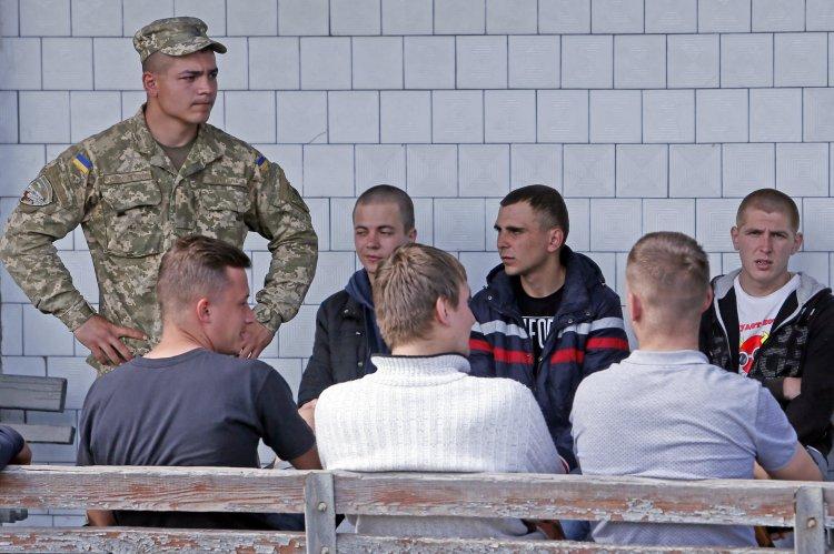 К воинской службе привлекут украинцев, которые закончили военные кафедры при вузах
