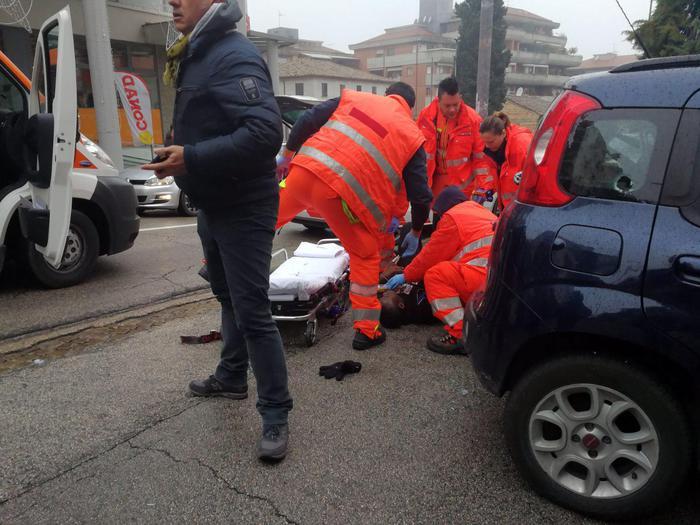 Стрілянина поперехожих в Італії: четверо поранених, нападника затримано