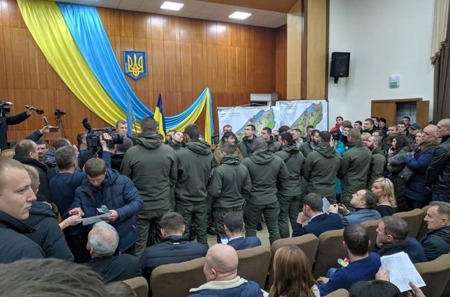 Город под Киевом превратили в вотчину титушек и дерибанщиков